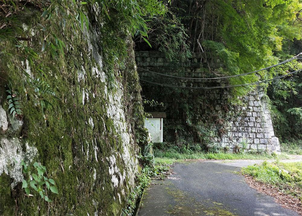 旧逢坂山隧道 当時は、狼も出たという淋しい坂道だった。