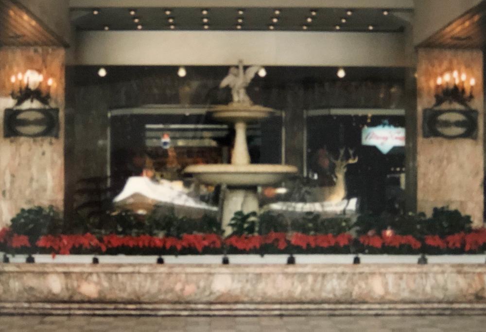 正面玄関「語らいの泉」
